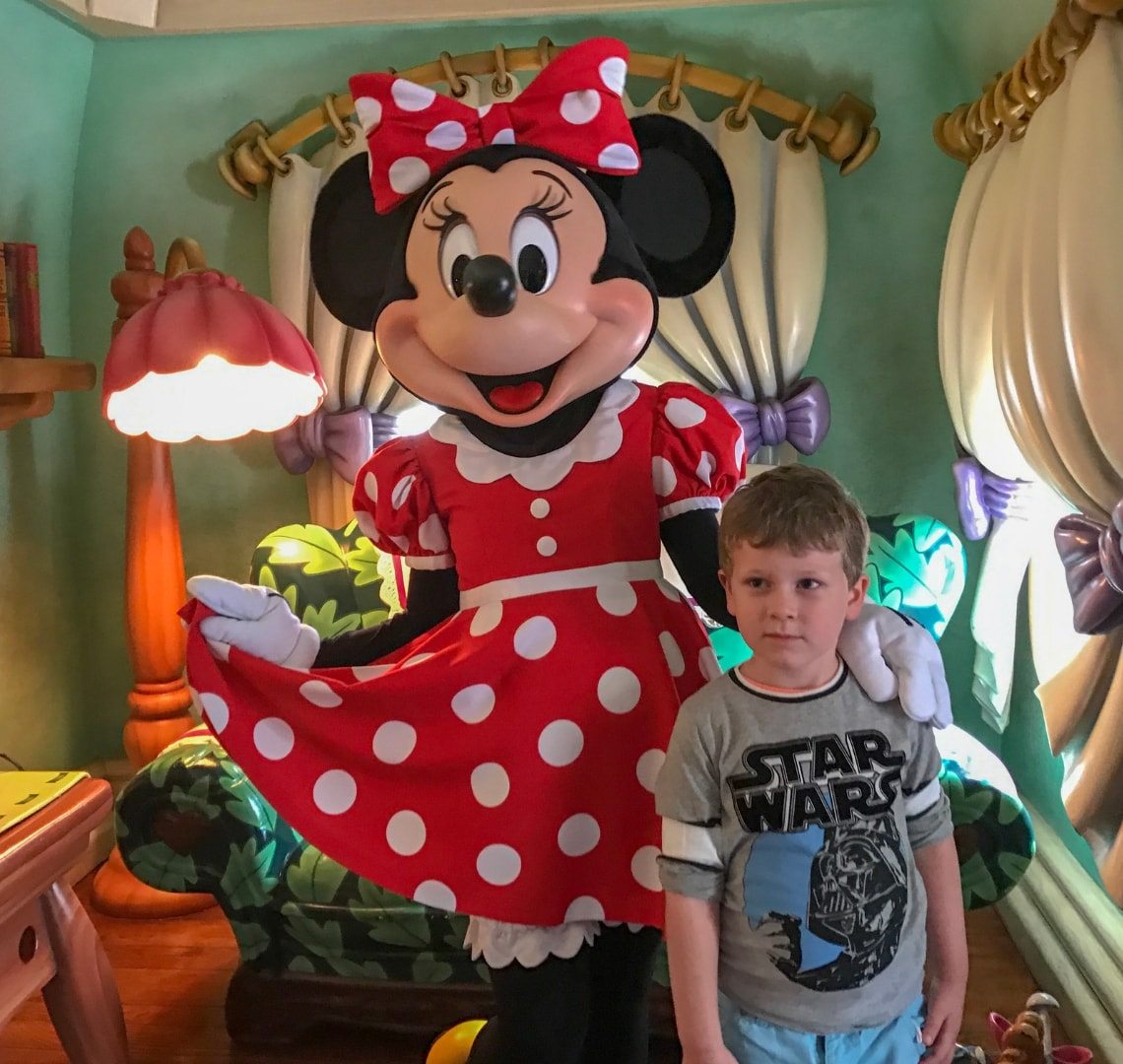 Disney - Thing 1 with Minnie Mouse in her house