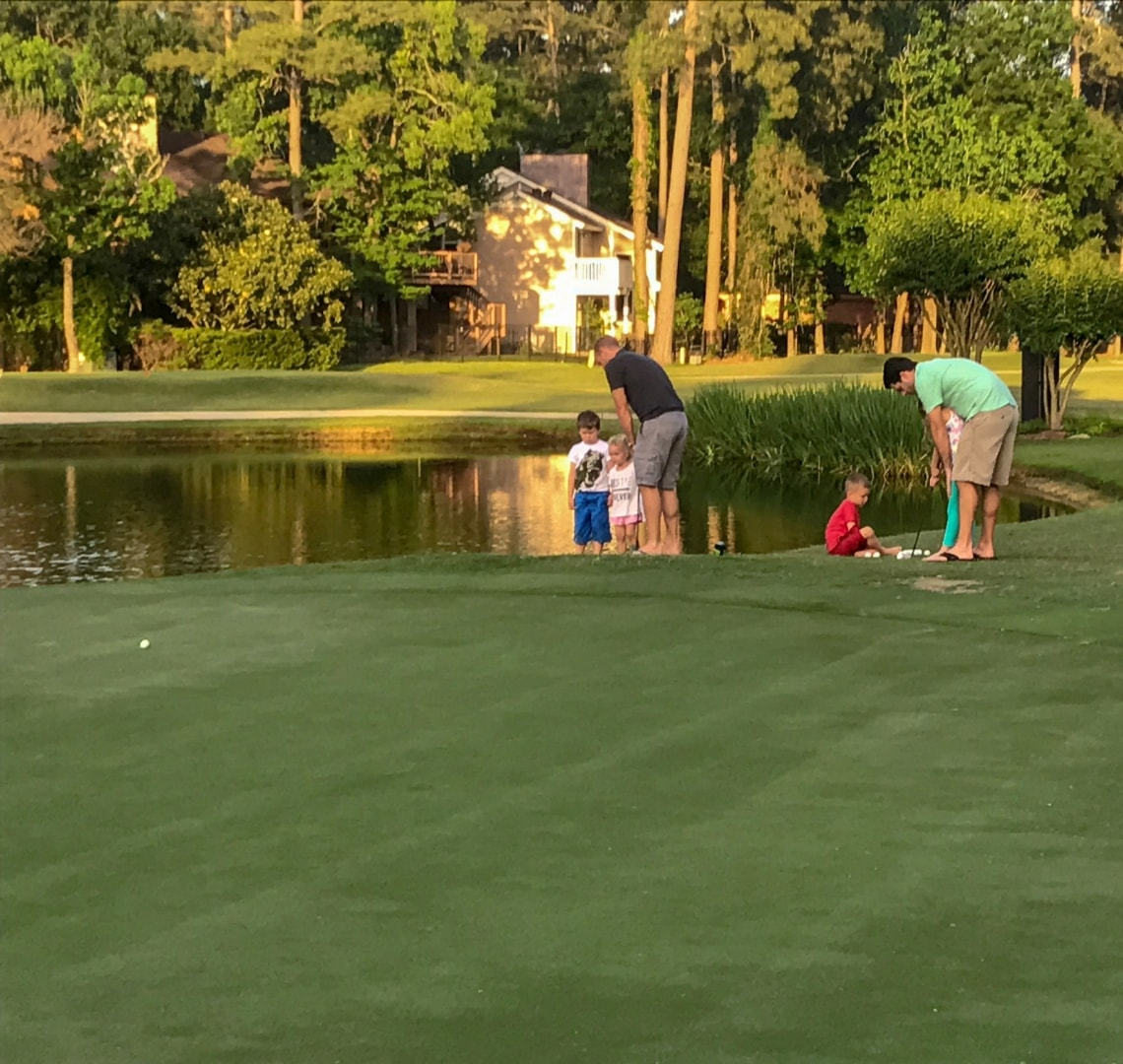 Houston -The Things with Mr Wanderlust and his friend on the putting green