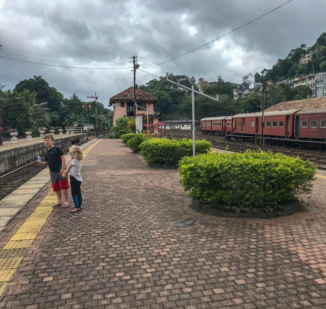 Perfect holiday - Kandy Train Station