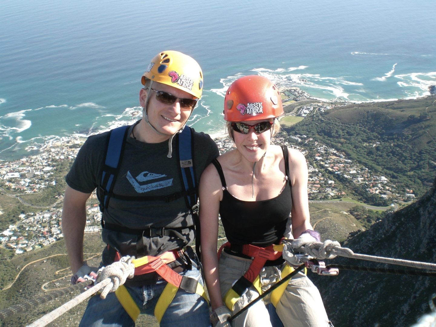 Easy Holidays - Mr and Mrs Wanderlust abseiling off Table Mountain