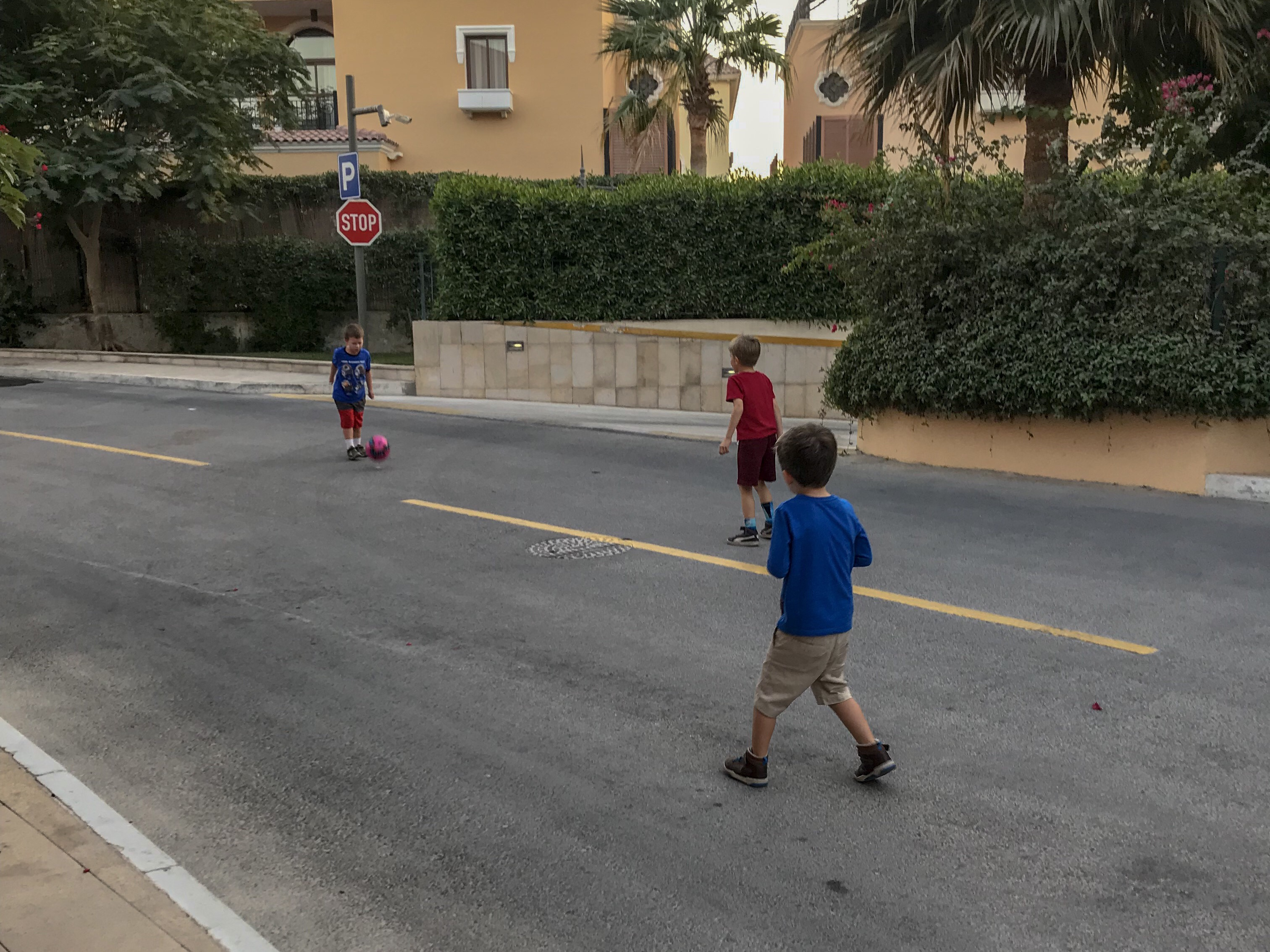 An open letter to new expat woman - kids playing in the street